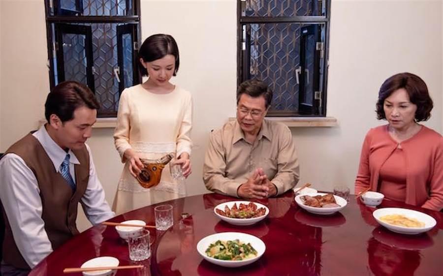 張瓊姿(右起)、楊烈、吳婉君。