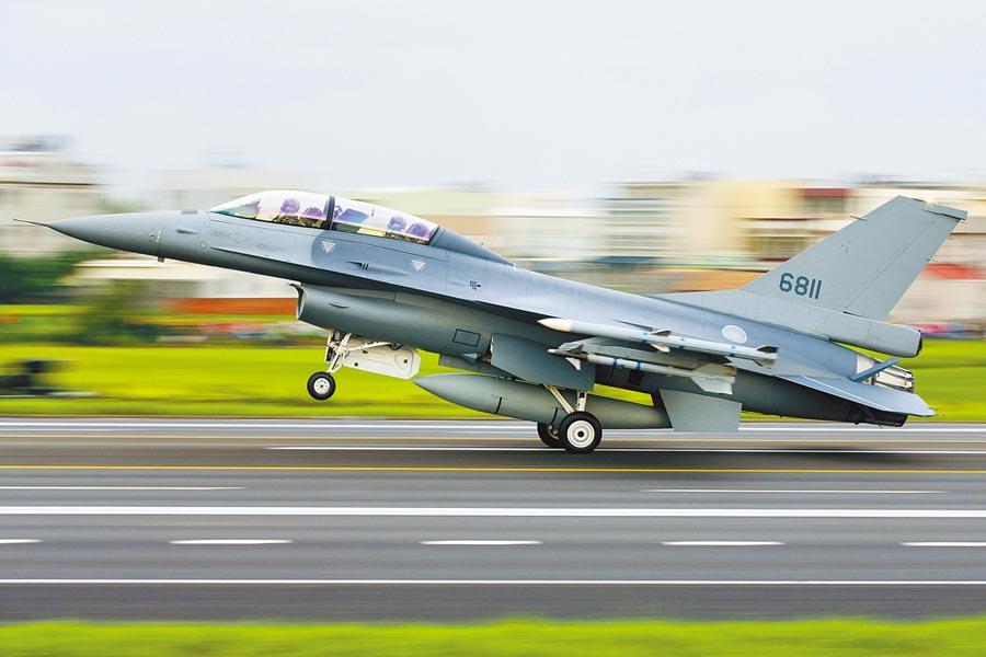 《華盛頓郵報》報導指出,川普政府對台F-16V戰機軍售案將提交國會審查。圖為F-16V戰鬥機。(美聯社)
