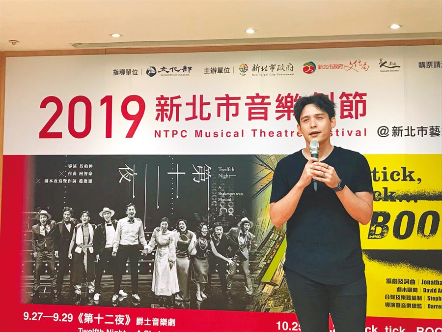 記者會現場由台美混血王子倪安東為大家演唱《tick,tick…BOOM!》橋段,現場觀眾如痴如醉。(戴上容攝)