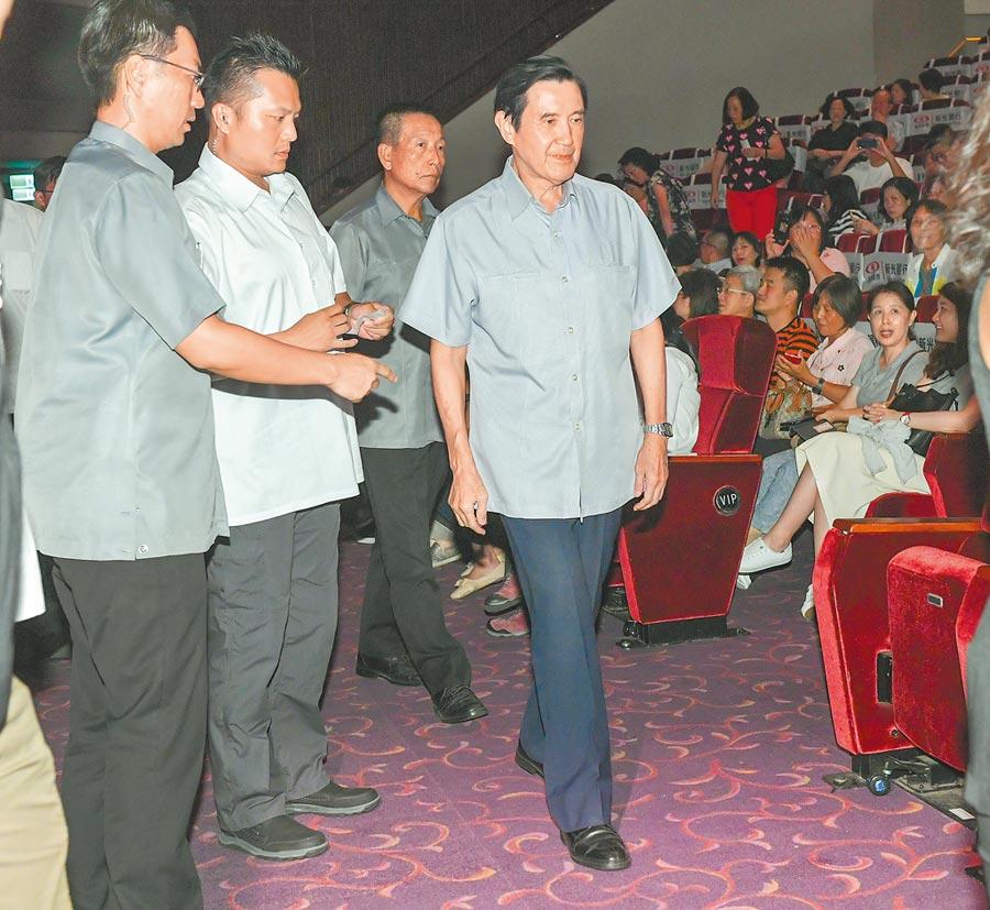 马英九前总统昨到场欣赏。(卢祎祺摄)