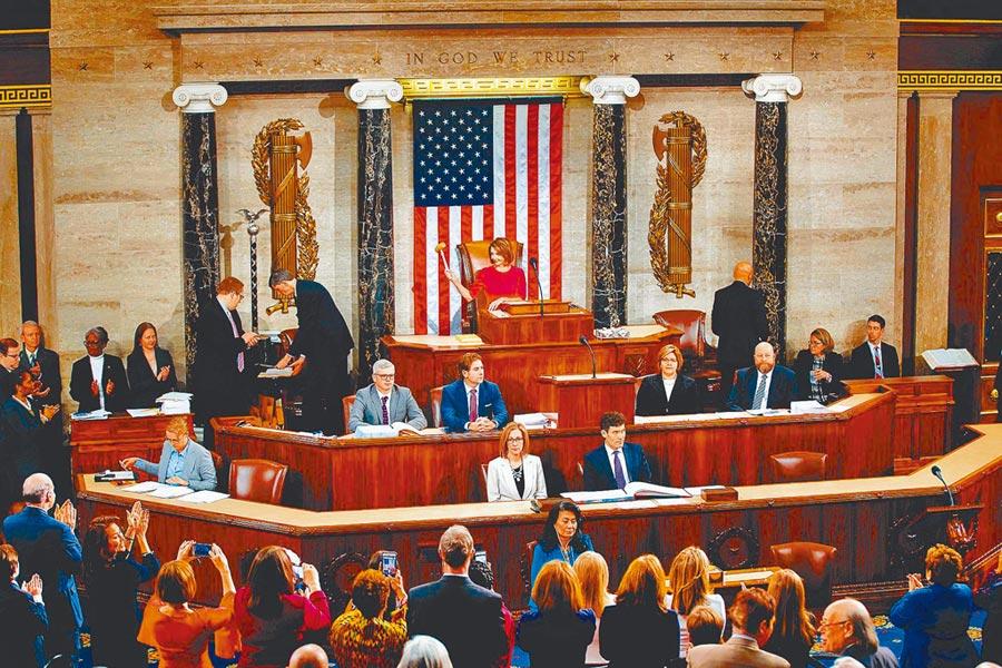 美售台F-16戰機將送國會審查。圖為1月3日,美國新一屆國會開議。(新華社)