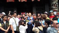 影》韩国瑜新竹马拉松式参拜 第一站竹北天后宫