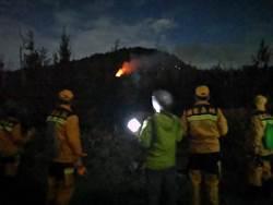 綠島森林火警死灰復燃 2架黑鷹直升機空中灌救