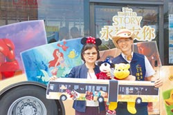 全台唯一 迪士尼彩繪雙節公車上路