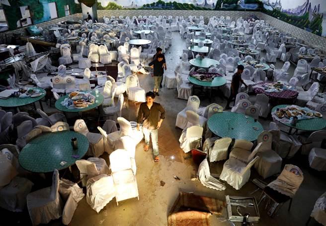 婚礼惨变葬礼 自杀炸弹引爆酿63宾客亡