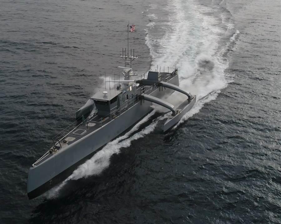 「海獵手」(Sea Hunter)是美國海軍近年打造的中型無人水面艦,艦身長132英尺(約40公尺)、重140噸,船速最快可達27節。(美國海軍)