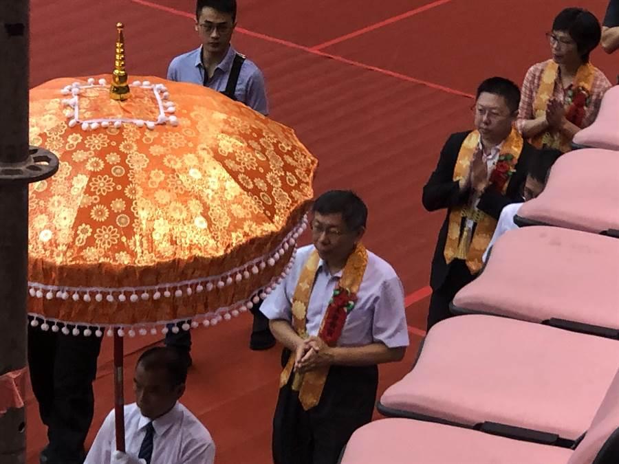 柯文哲受邀出席世界佛教青年僧伽會第16屆年會暨供佛齋僧大會。(蔡依珍攝)