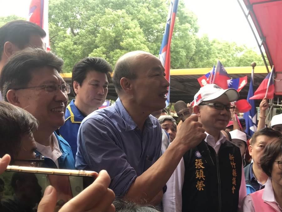 韩国瑜中午到新竹县党部,恳托民眾用选票让蔡英文下台。(庄旻静摄)