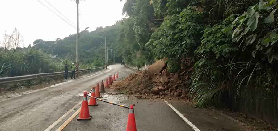 台中新社區中95線15.2K處路面坍塌。(陳淑娥攝)