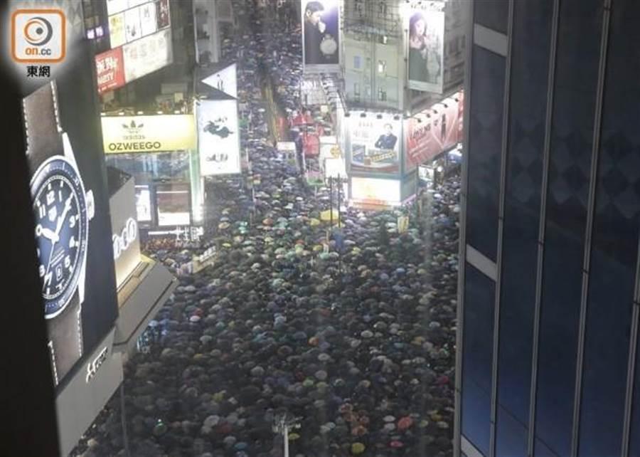 民陣表示此次集會共170萬人參與。(圖/翻攝自東網)