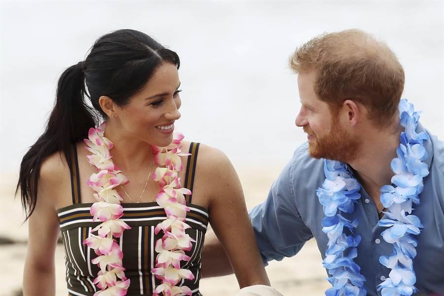 哈利與梅根在參加完環保會議後就去奢華小島度假,遭批評行程不環保。(圖/美聯社)