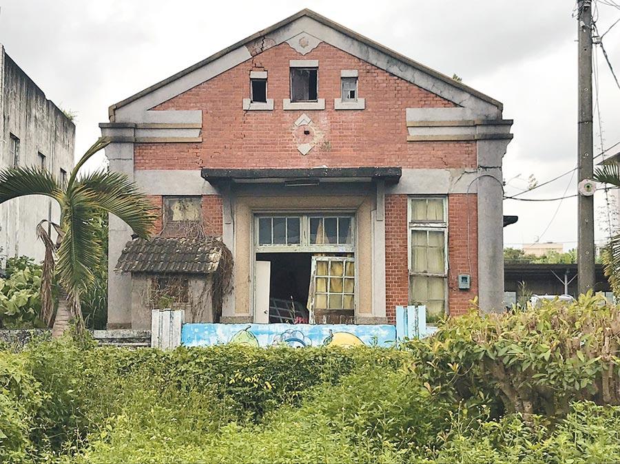 彰化埔心舊館保甲所,興建於1898年,因占用部分私地,地主有意追討,警方近日上網招標差點被拆除。(謝瓊雲翻攝)