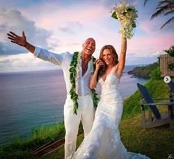 愛情長跑12年生2女兒 巨石強森結婚了!