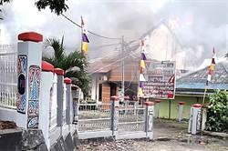 印尼逮捕學生 示威群眾放火燒議會