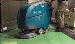 Tennant磁吸式洗地機 廠區清潔一次搞定