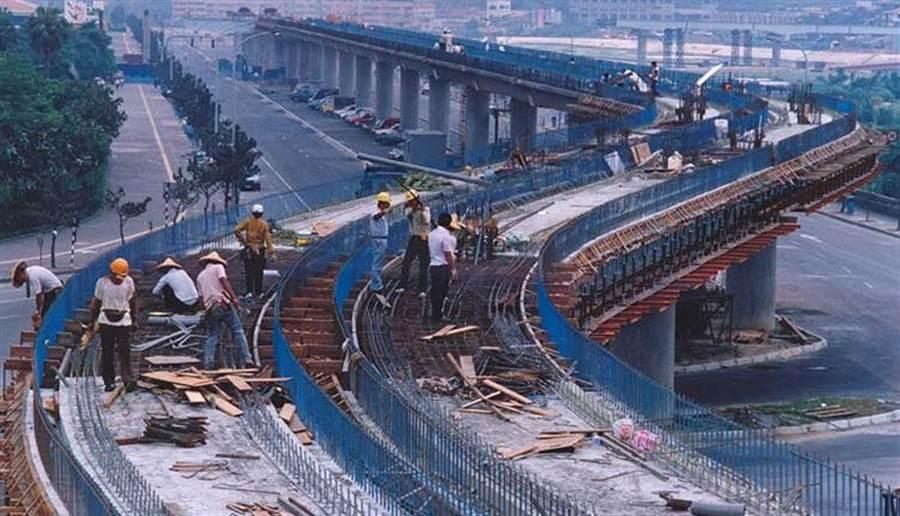 1991年施工中的台北捷運木柵線。(中時攝影中心)