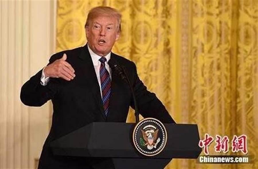 美國總統川普表示,人道解決香港問題,有助於達成美中貿易協議。(圖片摘自中新網)