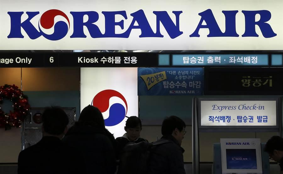 抵制赴日旅遊反而自傷,南韓航空業者股價大跌、市值狂掉。(美聯社)