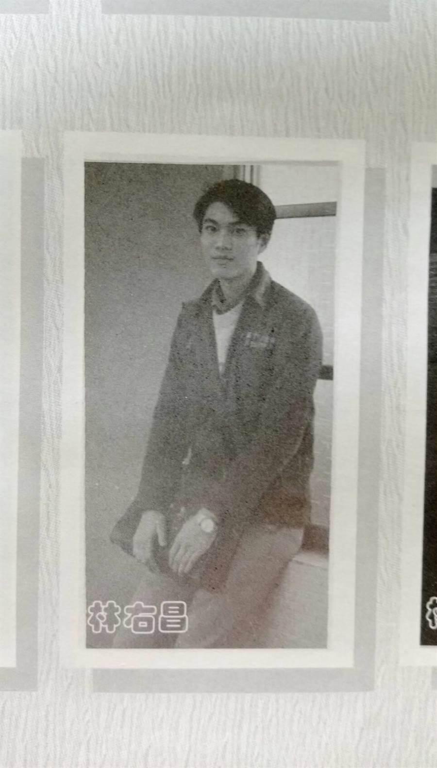 基隆市長林右昌30年前就讀國立基隆高中的畢冊照,帥氣度神似日星三浦春馬。(讀者提供)