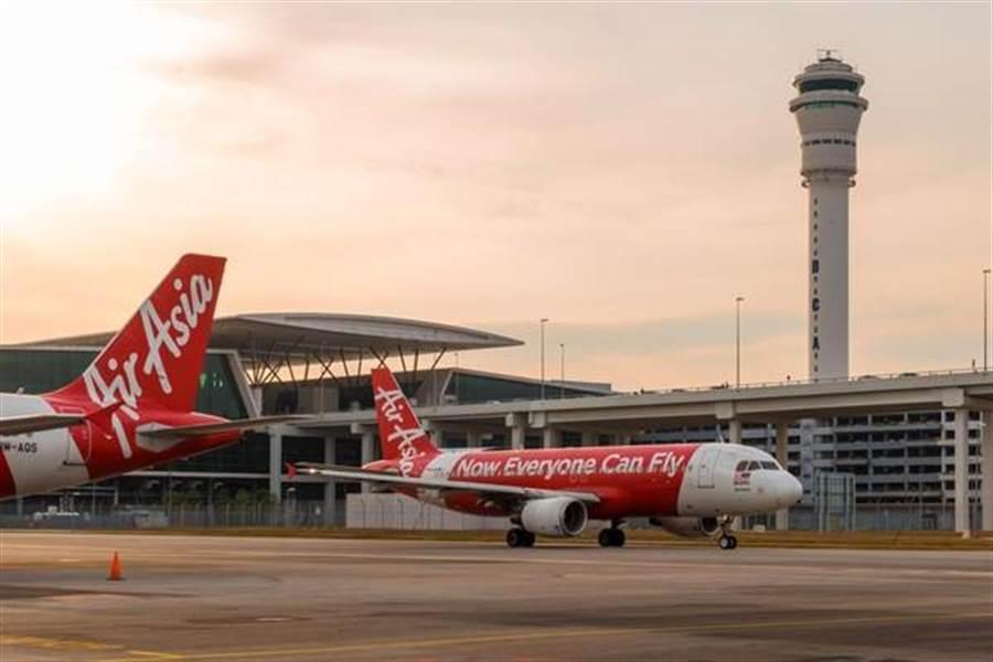 亞洲航空(AirAsia)今日宣佈,將於今年10月起取消所有馬來西亞新機票訂購的手續費。(亞洲航空提供)