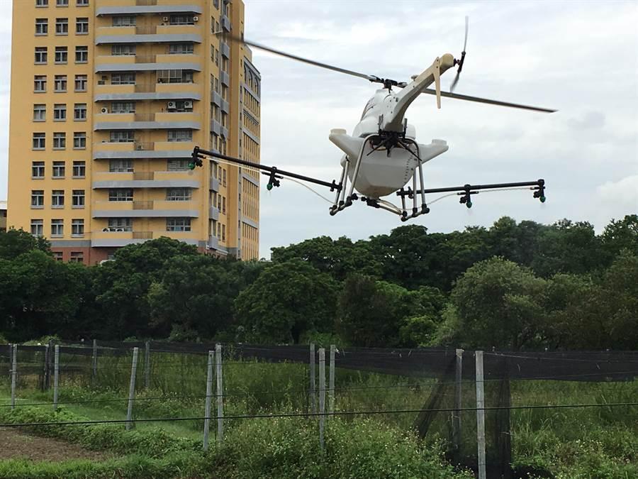 揭牌儀式現場展演「神農無人直升機」(ALPAS Ⅱ)。-2(游昇俯攝)