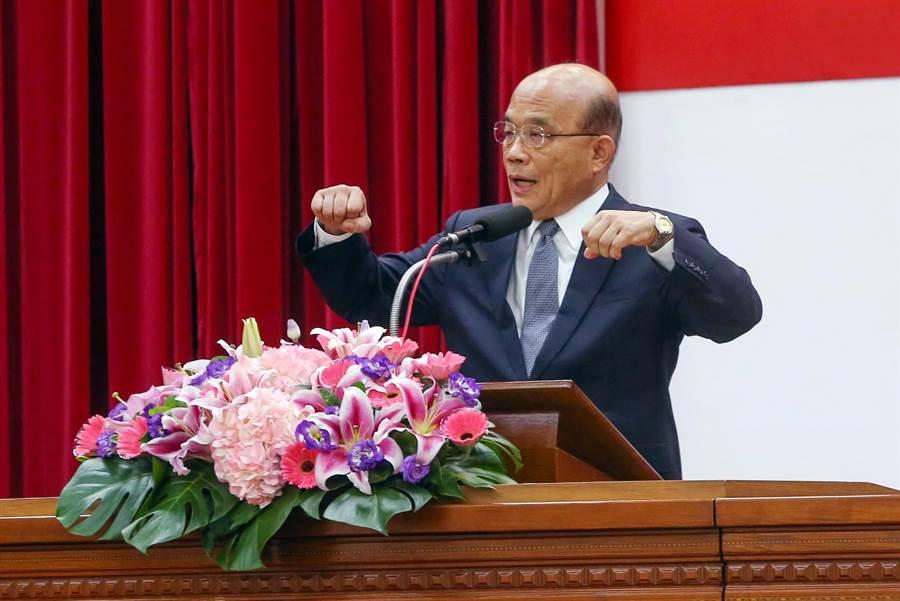 行政院長蘇貞昌對於高雄市長韓國瑜遲至今才去看農損表示,人民期待的首長堅守崗位和人民站在一起,這已經是最起碼且最卑微的要求。(鄧博仁攝)