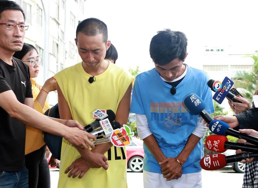 阿翔(右)在浩子陪同下面對媒體。(圖/民視提供)