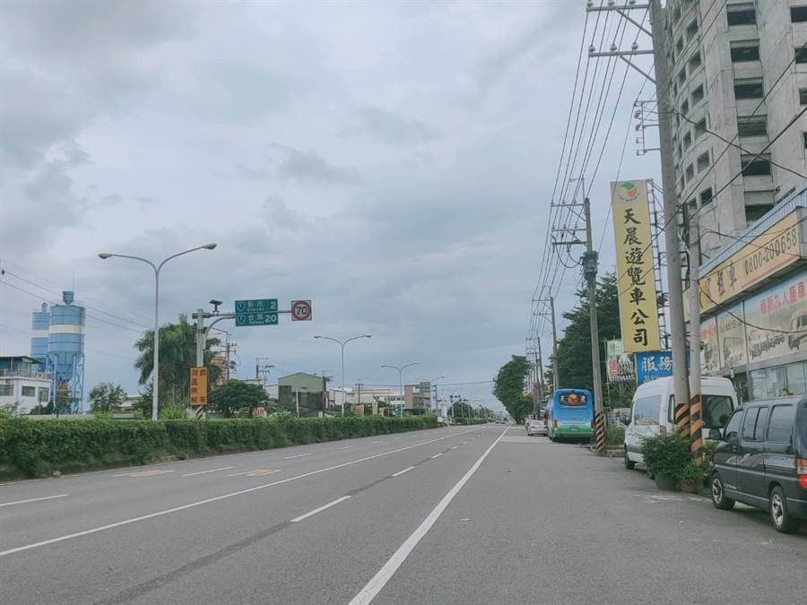台1省道位於善化區小新營路段,短短500公尺距離,雙向車道竟然出現不同速限。(莊曜聰攝)