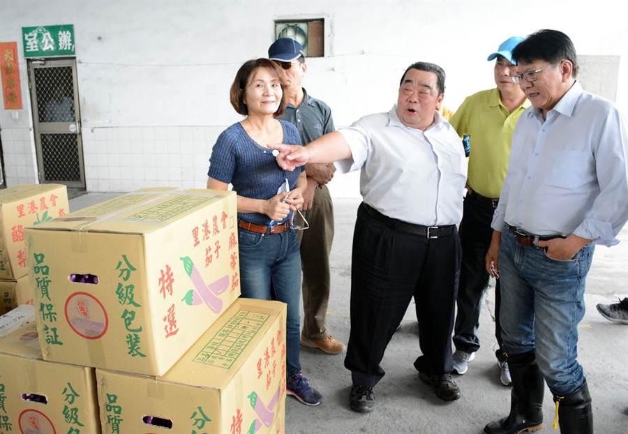 里港农会集货场仅剩零星果品准备送拍卖市场,产地瓜果及叶菜类作物减产超过6成。(林和生摄)
