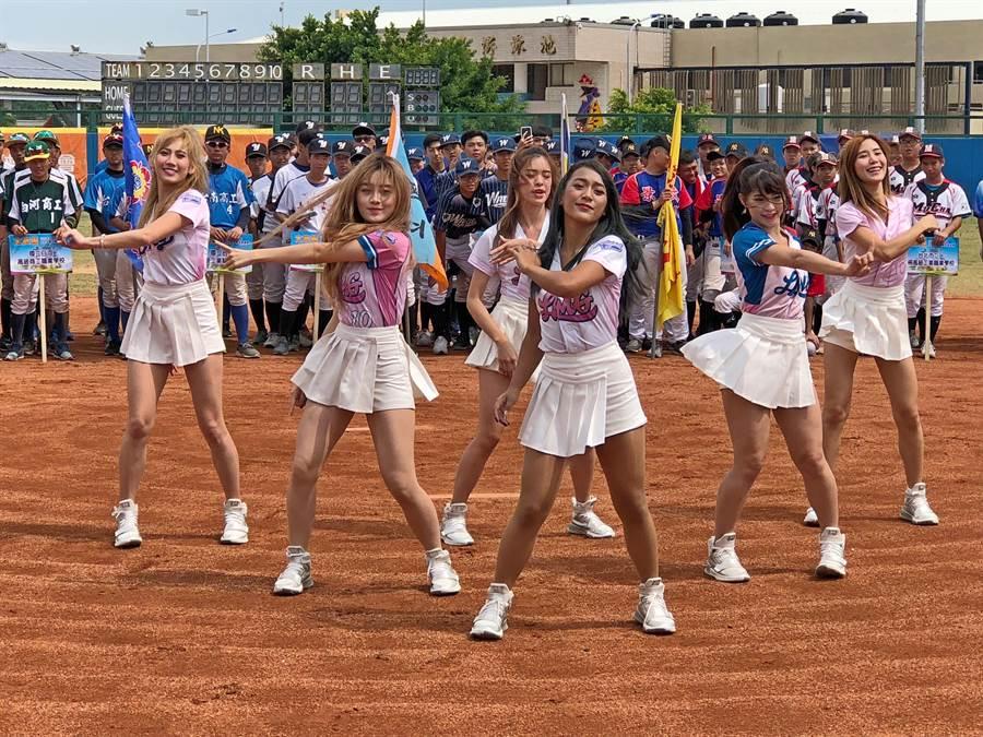 6名LamiGirls桃猿職棒啦啦隊員應邀在開幕式中熱舞助陣。(李金生攝)