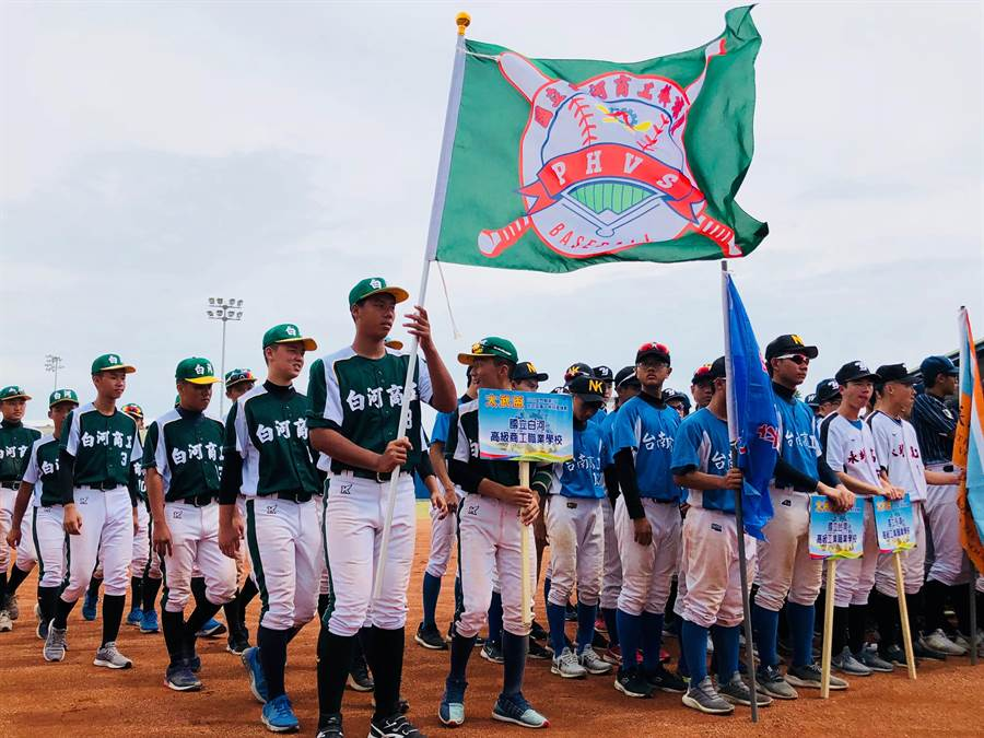 金門縣第2屆太武盃高中棒球邀請賽,共有來自台灣和金馬地區11支球隊一較高下。(李金生攝)