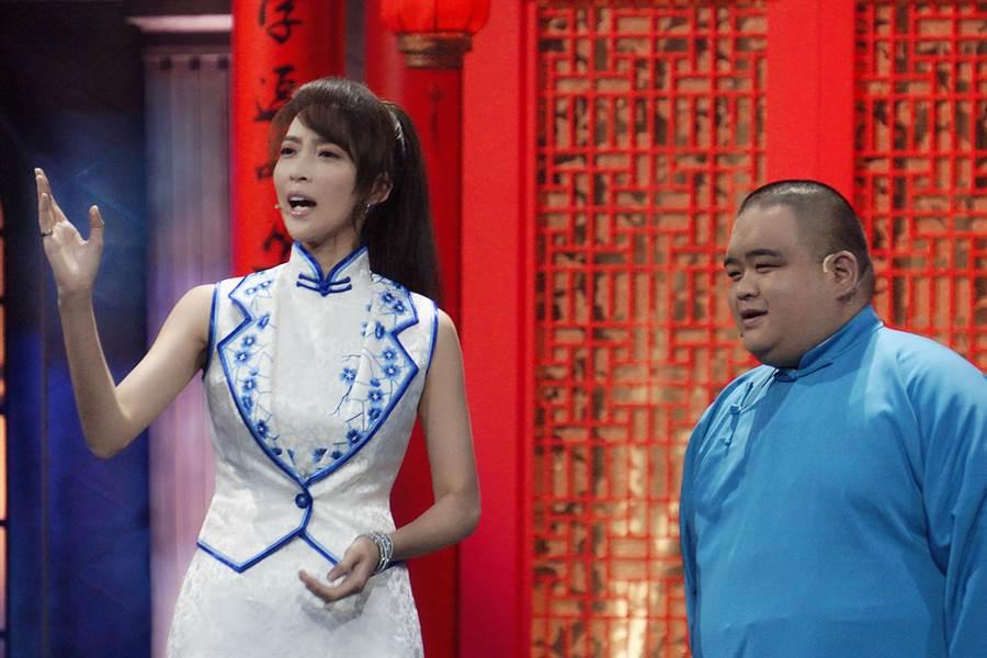 姬天語(左)是相聲界少見的女演員,在《相聲有新人》等節目有突出表現。(經紀人提供)