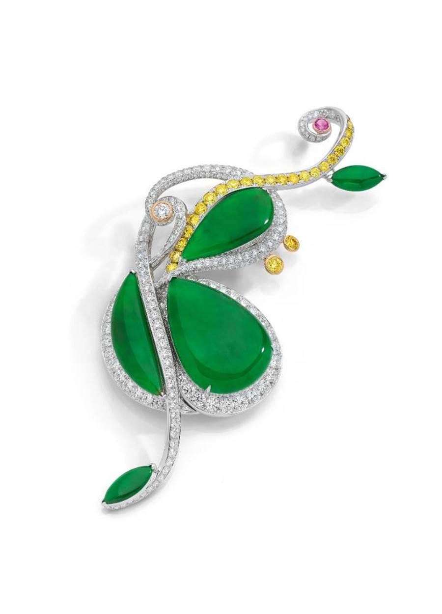 ANNA HU絲路音樂系列「大提琴」翡翠胸針,起拍價220萬港幣。(ANNA HU提供)