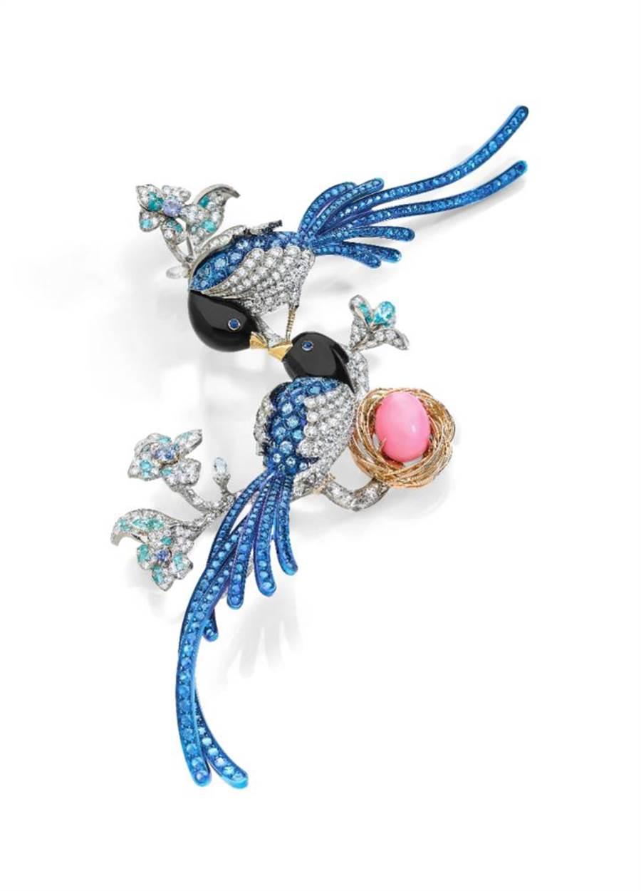 ANNA HU絲路音樂系列「藍鵲」胸針,起拍價150萬港幣。(ANNA HU提供)