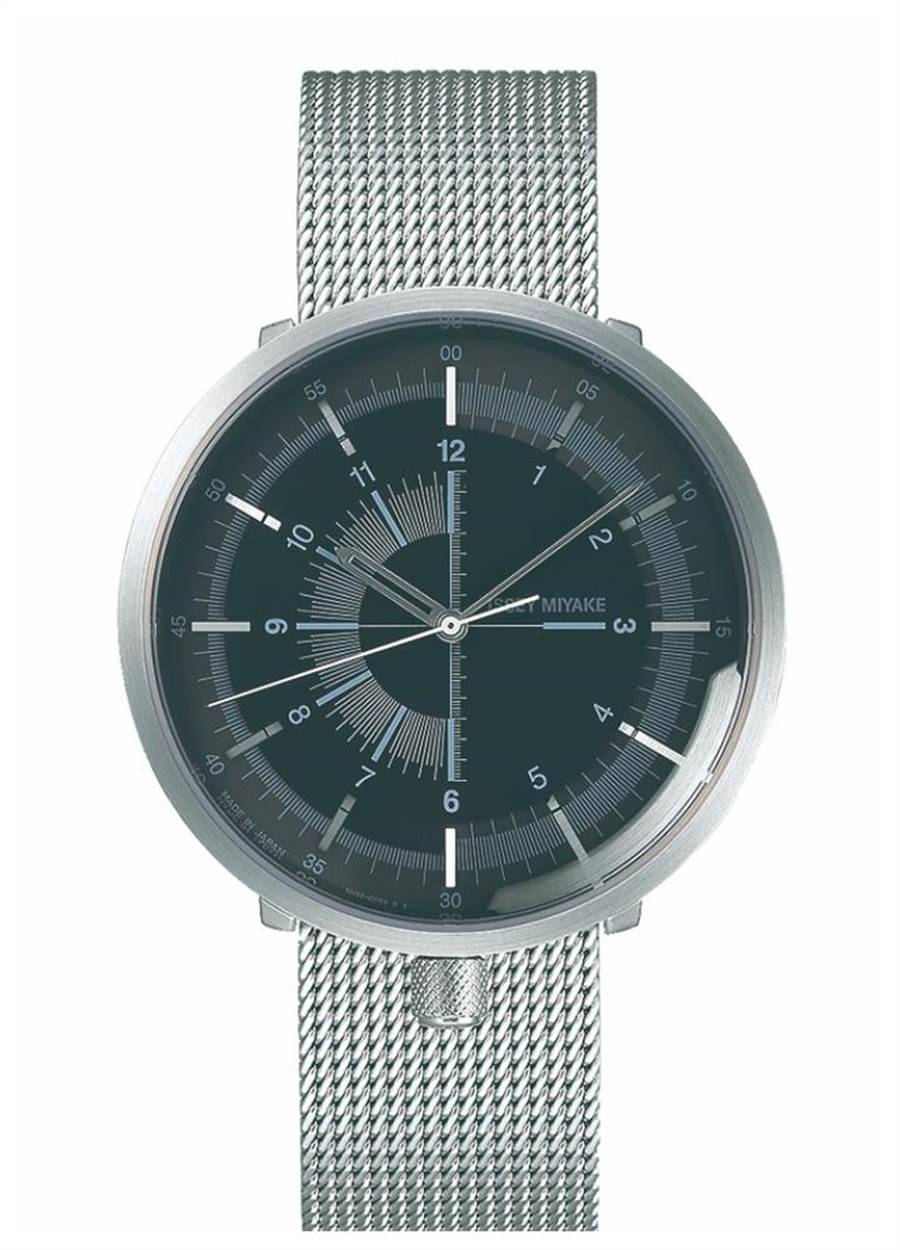 ISSEY MIYAKE「1/6」腕表,將表冠移到6點鐘方向,黑色表盤搭銀色米蘭鍊帶。(ISSEY MIYAKE提供)