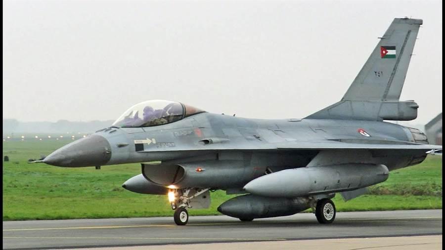 美國私人飛機租售公司Jet Lease,取得3架約旦的F-16AM戰機,可以銷售。(圖/F-16.NET)