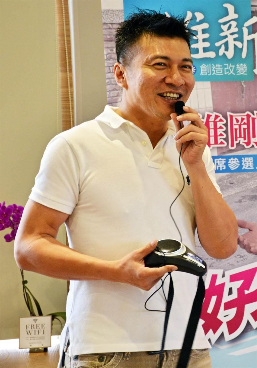 听到支持者声声唤,叶寿山选择回屏东承担,扛下第一选区硬仗。(林和生摄)