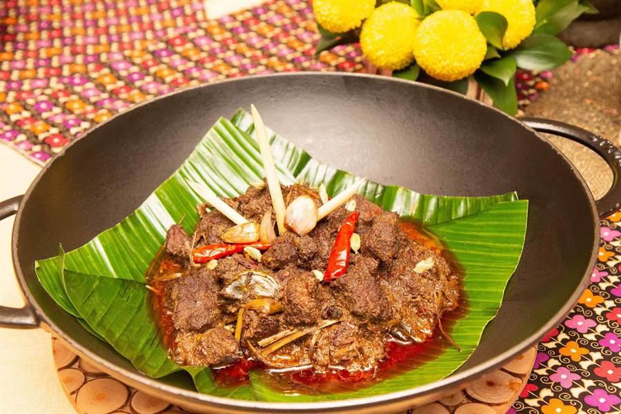 著名料理「仁當牛肉」也在這次客座中可嘗到。(台北君悅酒店提供)