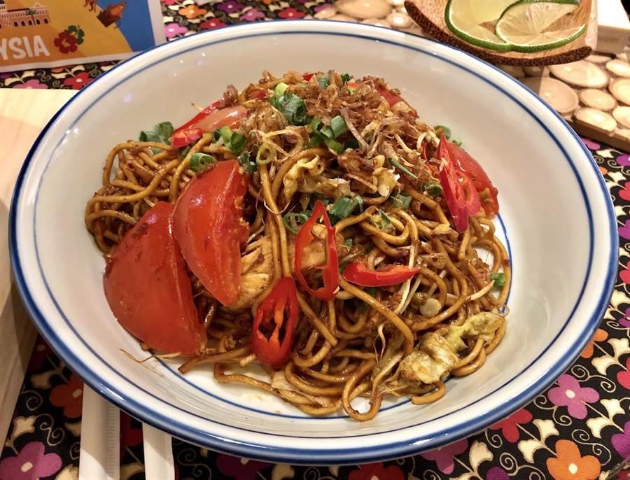 「馬來炒麵」是主食類的推薦料理。(何書青攝)