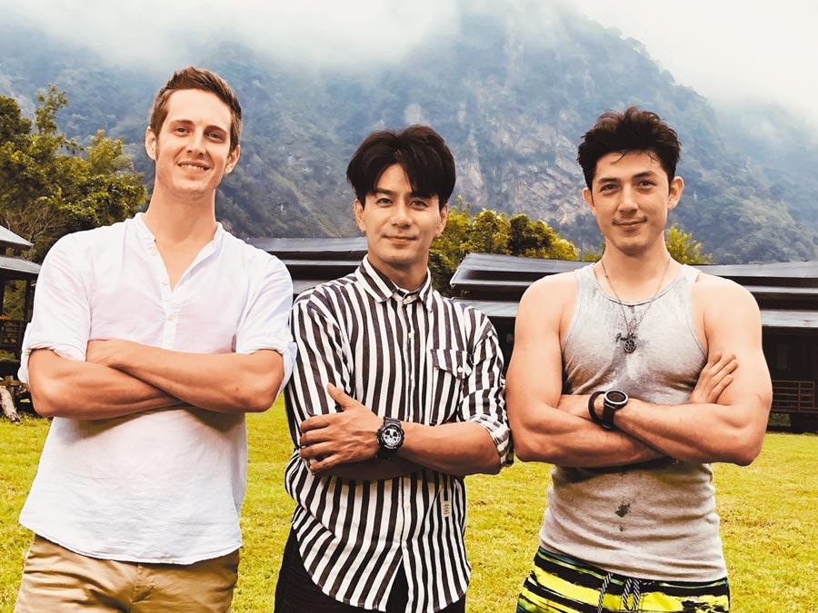 賈斯汀(左起)與郭彥均、舞陽3位型男前往花蓮錄《請問 今晚住誰家》,挑戰打工換宿。