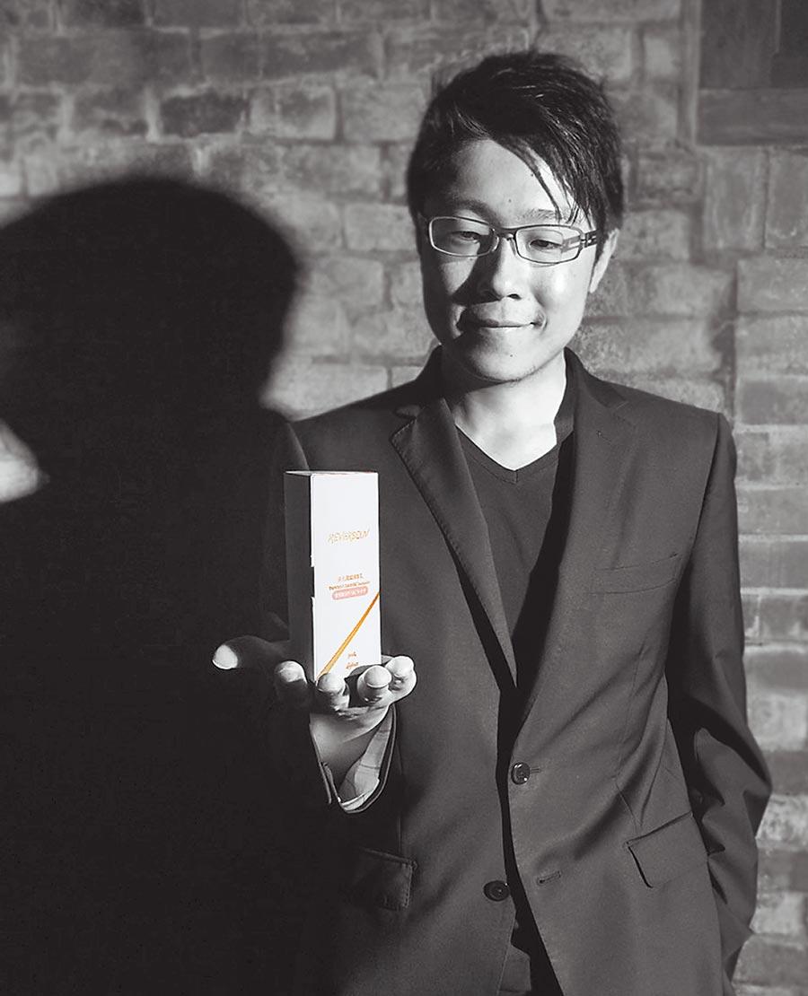 邊境實驗室創辦人曾定鈞獲德國紅點設計包裝設計類「紅點獎」。(邊境實驗室提供)