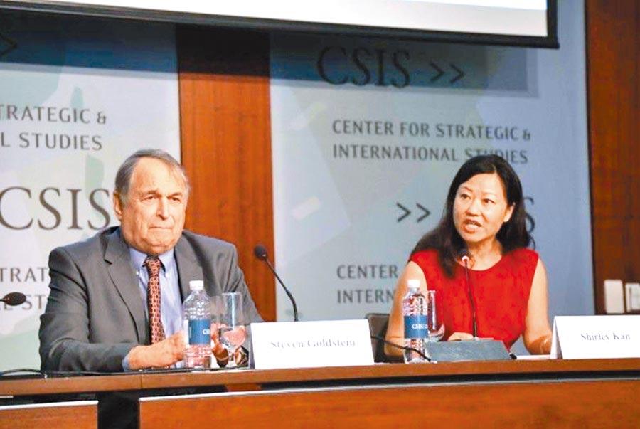哈佛大學費正清中心台灣研究小組召集人戈迪溫(左)。(取自YouTube)