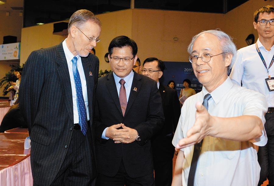 7月5日,美國在台協會處長酈英傑(左)出席「2019台灣網路治理論壇」。(本報系資料照片)