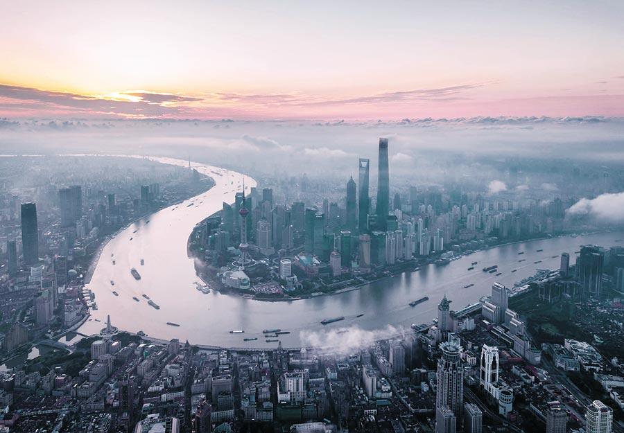 新型可見光相機圖像獲取效率極高,圖為晨光中的上海陸家嘴。(新華社資料照片)