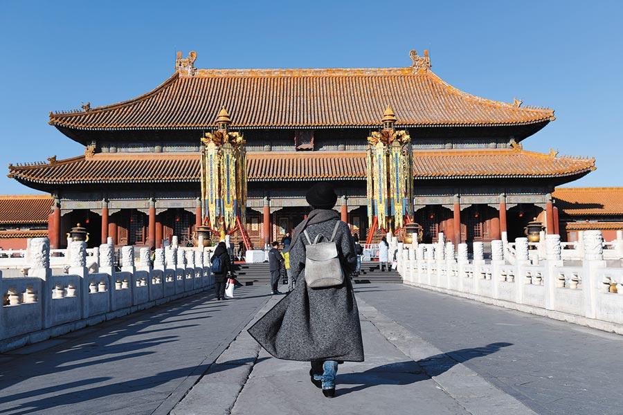 新型可見光相機只花200秒就能從北京拍到上海,圖為北京故宮乾清宮前的「萬壽燈」。(新華社資料照片)