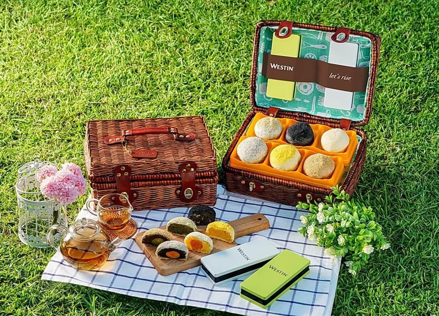 桃園大溪笠復威斯汀度假酒店今年以「野餐籃」為主題,推出具收納功能的月餅禮。(圖/桃園大溪笠復威斯汀度假酒店)
