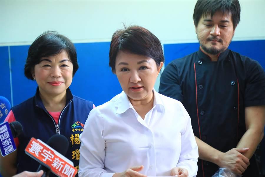 媒體詢問韓國瑜台中競選總部主委「若自己不接,會推薦誰接?」盧秀燕(中)沒有正面回應,強調「要大家一起商量,最重要是市政優先。」(王文吉攝)