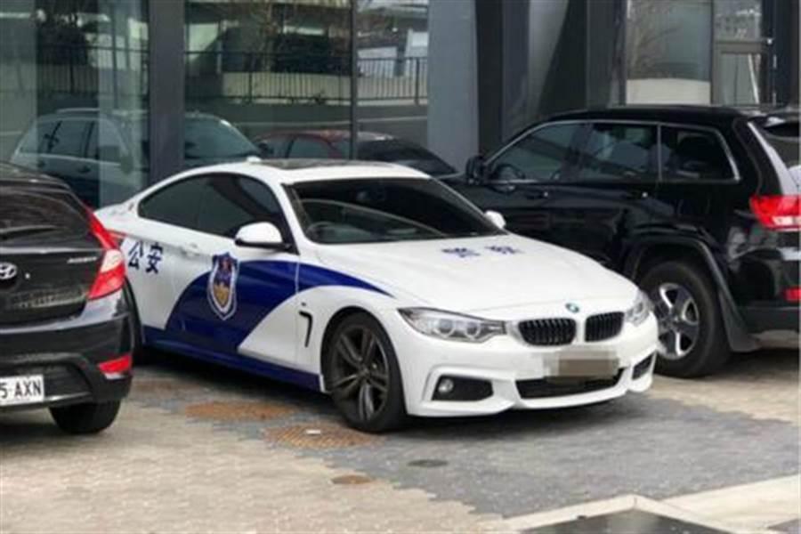 澳洲街頭出現高仿山寨大陸公安警車。(澳大利亞廣播公司)