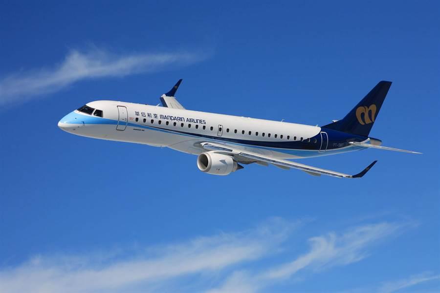 華信航空為提升國內航線旅客搭機便利性,將現有網上報到功能擴大為「預辦登機」服務。(華信提供)