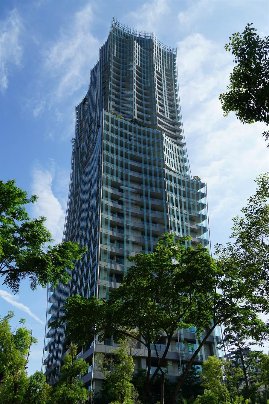 由日籍建築大師伊東豊雄設計的富邦「天空樹」達7級抗震,是西區具國際性的豪宅新地標,吸引許多頂級自住客。(盧金足攝)